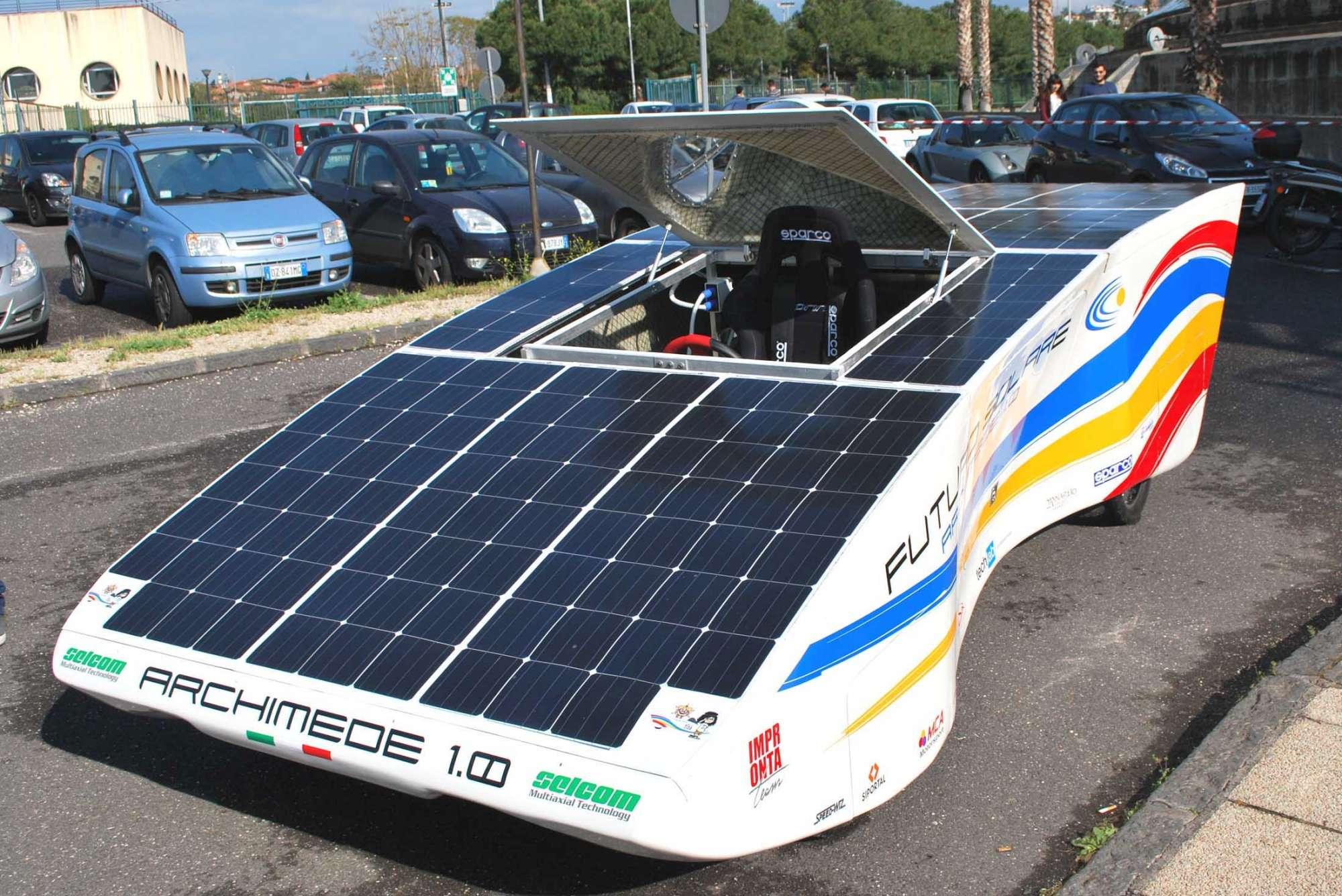 Archimede Solar Car 1.0, prima auto elettrica a energia solare