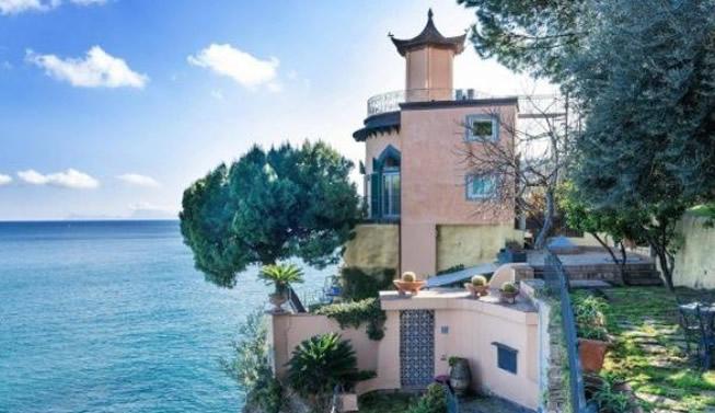 In vendita a napoli una tra le ville pi belle al mondo for Case moderne nel sud della california