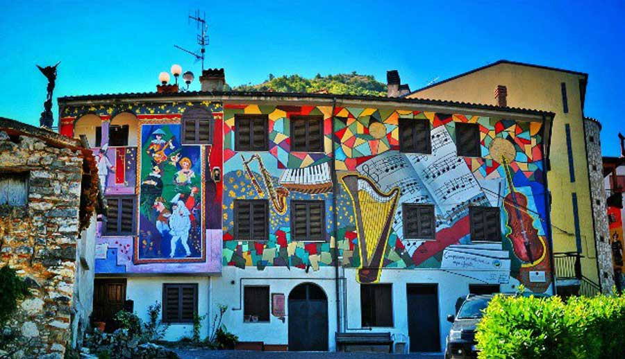 Satriano Di Lucania Murales.La Valle Piu Dipinta D Italia E Al Sud Con 400 Murales