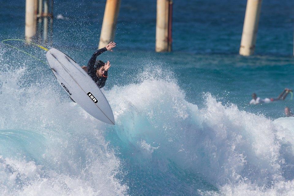 Il surfista Alessandro Piu