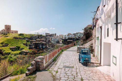 Grottole e Airbnb